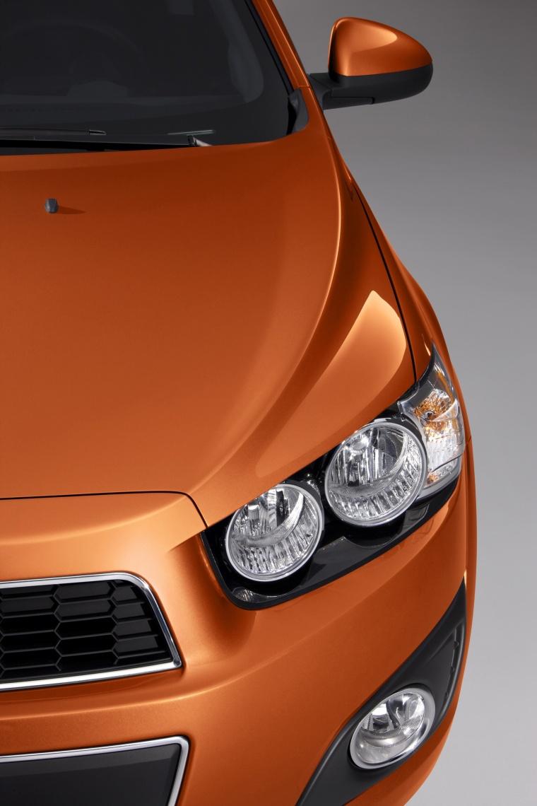 2016 Chevrolet Sonic Hatchback LTZ Headlight Picture