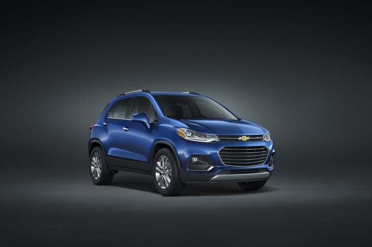 Picture of a 2018 Chevrolet Trax Premier in Blue from a front right three-quarter perspective