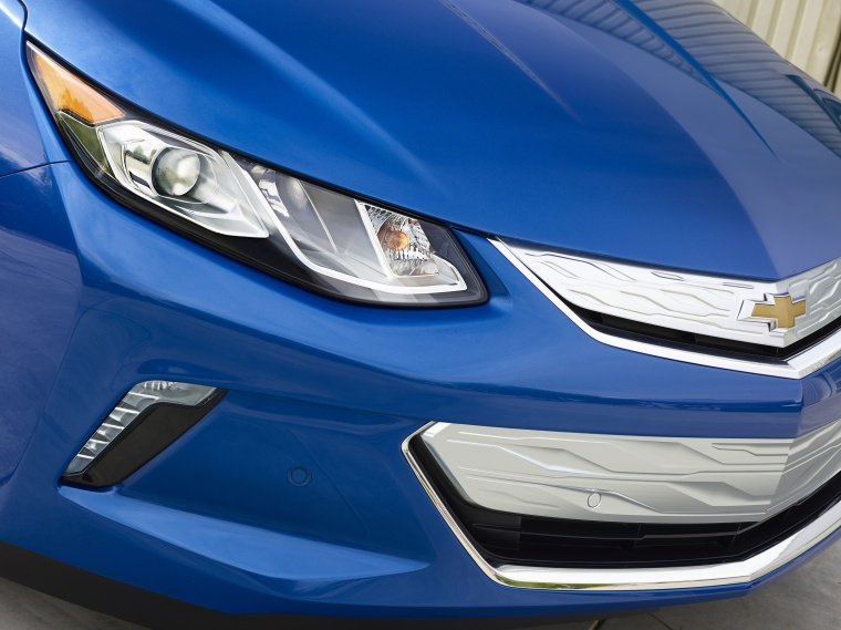 2017 Chevrolet Volt Headlight Picture
