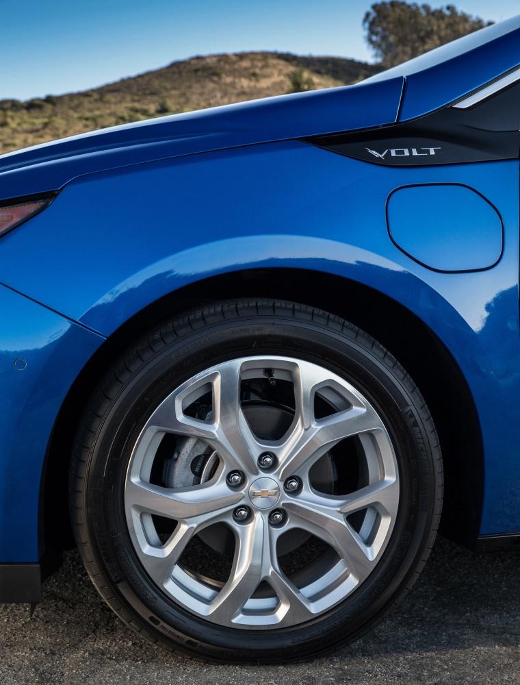 2017 Chevrolet Volt Rim Picture