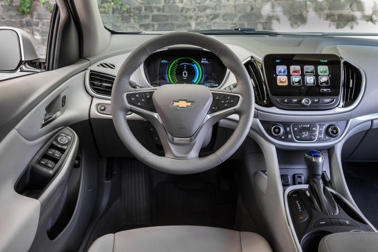 2017 Chevrolet Volt Cockpit Picture