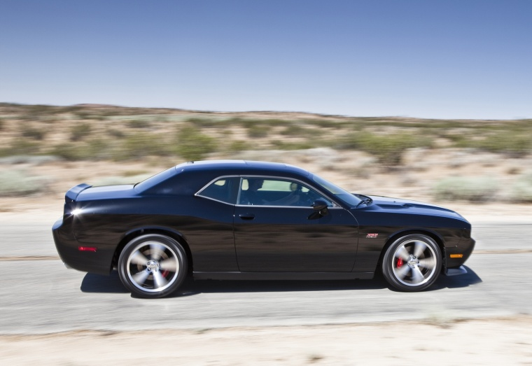 2013 dodge challenger srt8 black driving 2013 dodge challenger. Cars Review. Best American Auto & Cars Review