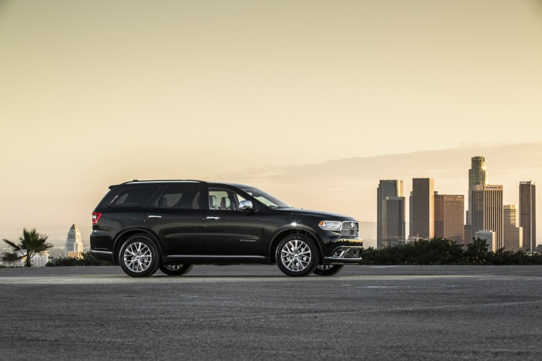Picture of a 2017 Dodge Durango Citadel in Brilliant Black Crystal Pearlcoat from a right side perspective