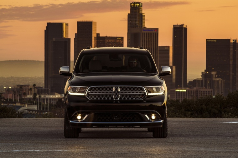 Picture of a 2017 Dodge Durango Citadel in Brilliant Black Crystal Pearlcoat from a frontal perspective