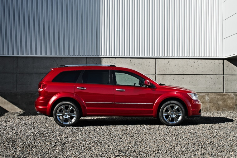 2018 Dodge Journey in Redline 2 Coat Pearl from a right side view