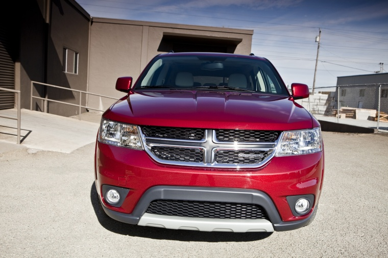 2018 Dodge Journey in Redline 2 Coat Pearl from a frontal view