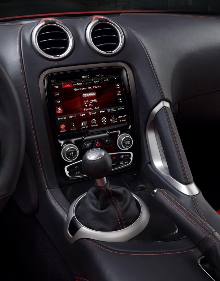 2017 Dodge Viper GTS Center Stack Picture