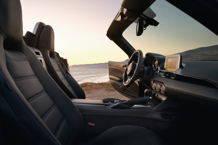 2017 Fiat 124 Spider Front Seats Picture