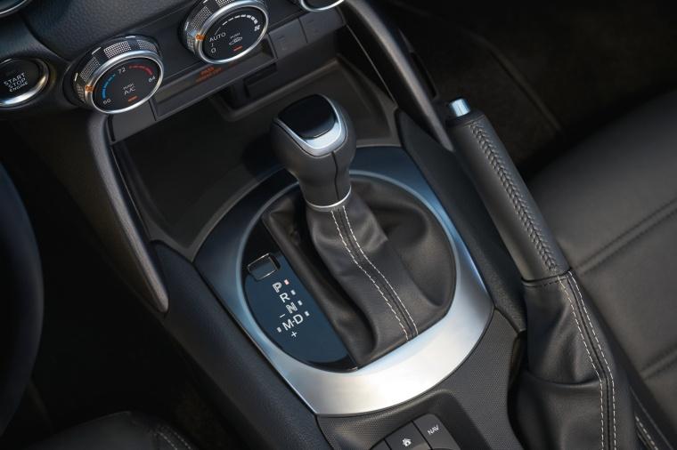 2017 Fiat 124 Spider Gear Lever Picture