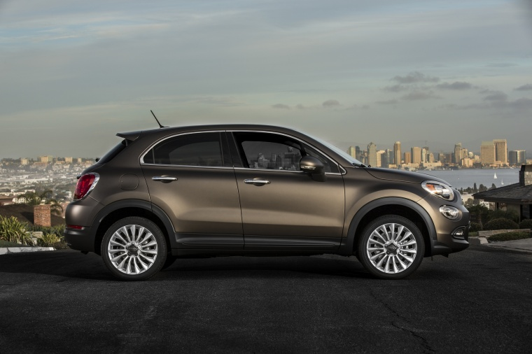 2016 fiat 500x in bronzo magnetico opaco color static. Black Bedroom Furniture Sets. Home Design Ideas