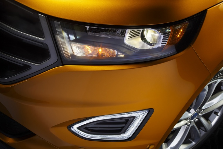 2018 Ford Edge Sport Headlight Picture