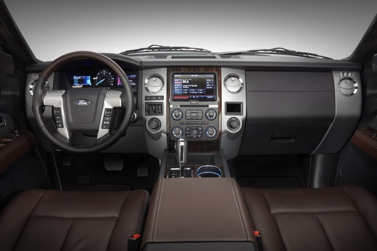 Picture of a 2017 Ford Expedition Platinum's Cockpit
