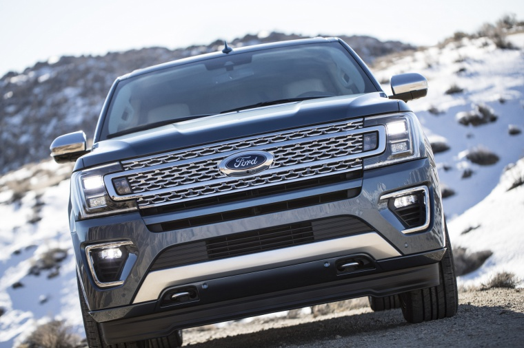 Picture of a 2019 Ford Expedition Platinum in Blue Metallic from a frontal perspective
