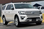 Picture of a 2019 Ford Expedition Platinum in Oxford White from a front right perspective