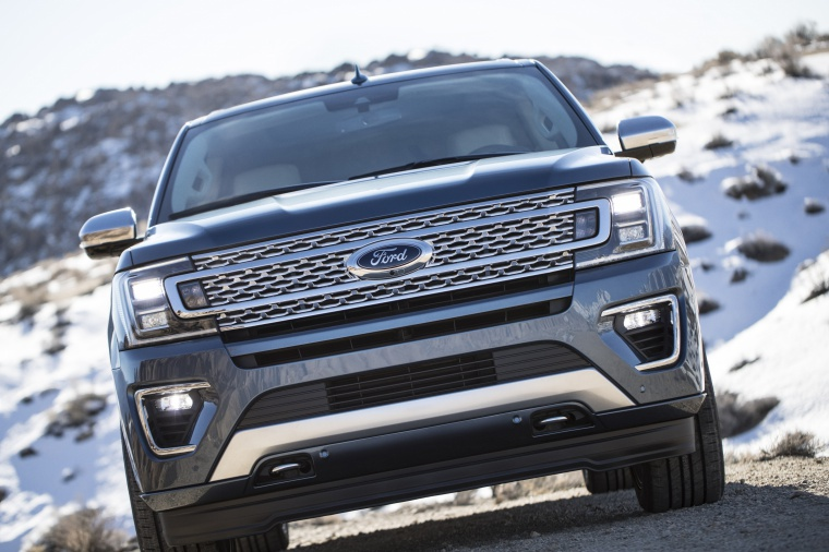 Picture of a 2020 Ford Expedition Platinum in Blue Metallic from a frontal perspective