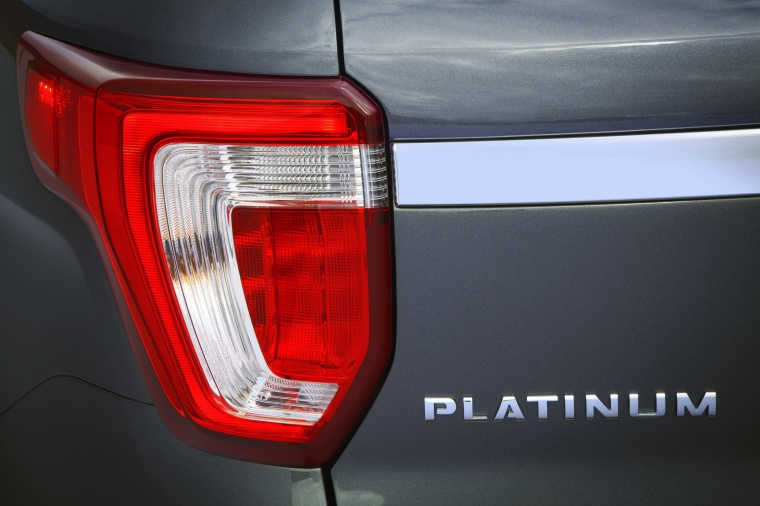 2017 Ford Explorer Platinum 4WD Tail Light Picture