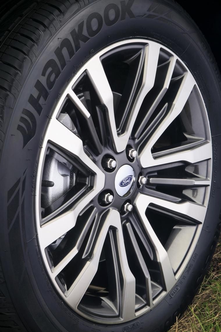2017 Ford Explorer Platinum 4WD Rim Picture