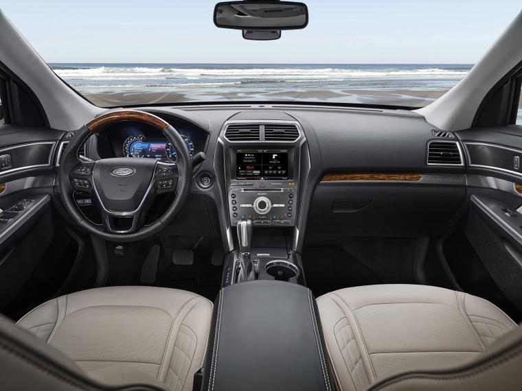 2017 Ford Explorer Platinum 4WD Cockpit Picture