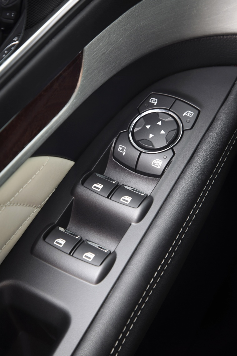 2017 Ford Explorer Platinum 4WD Window Controls Picture