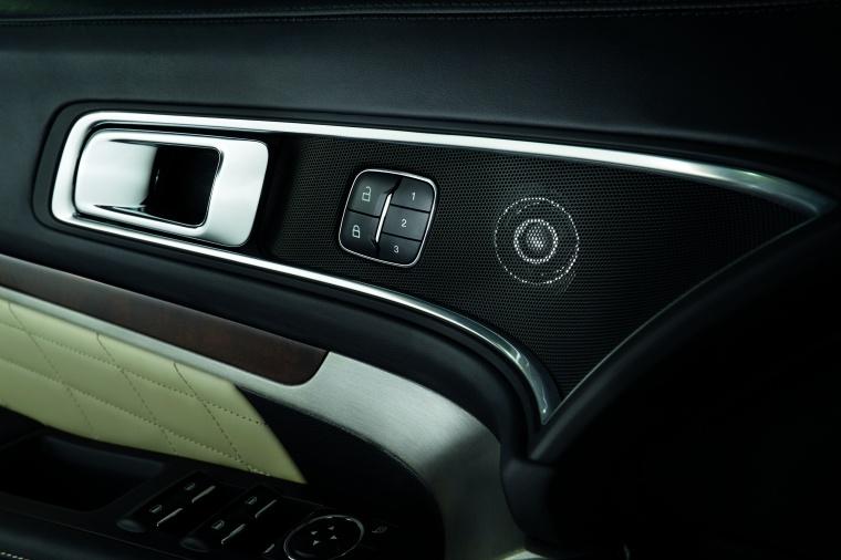 2017 Ford Explorer Platinum 4WD Door Panel Picture