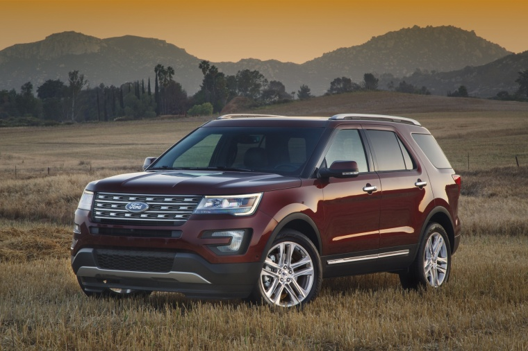 2018 Ford Explorer Limited 4WD from a front left three-quarter view