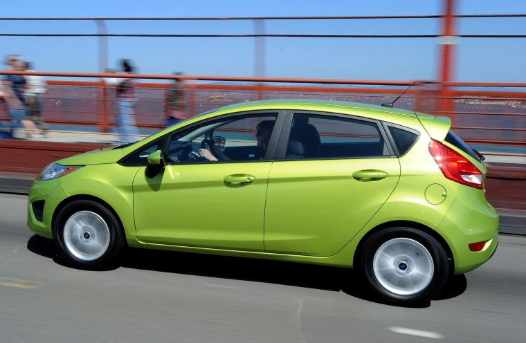 2013 ford fiesta view fiesta features autos. Black Bedroom Furniture Sets. Home Design Ideas