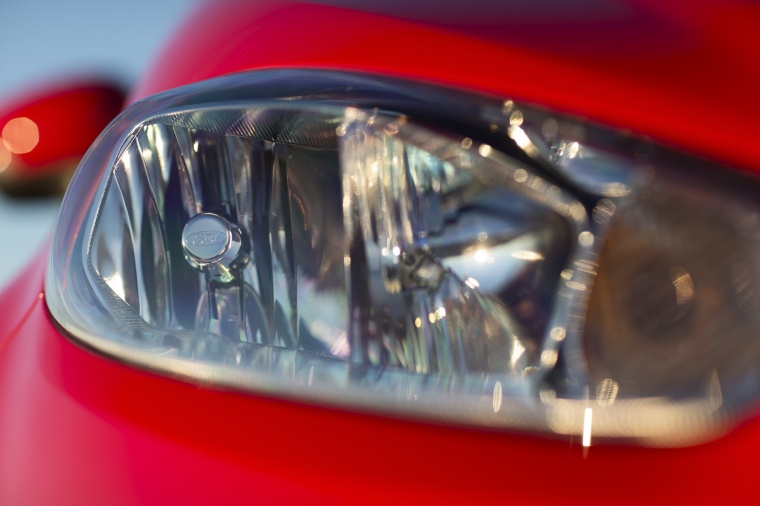 2018 Ford Fiesta Sedan Titanium Headlight Picture