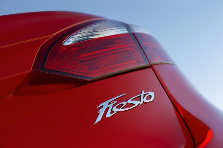 2018 Ford Fiesta Sedan Titanium Tail Light Picture