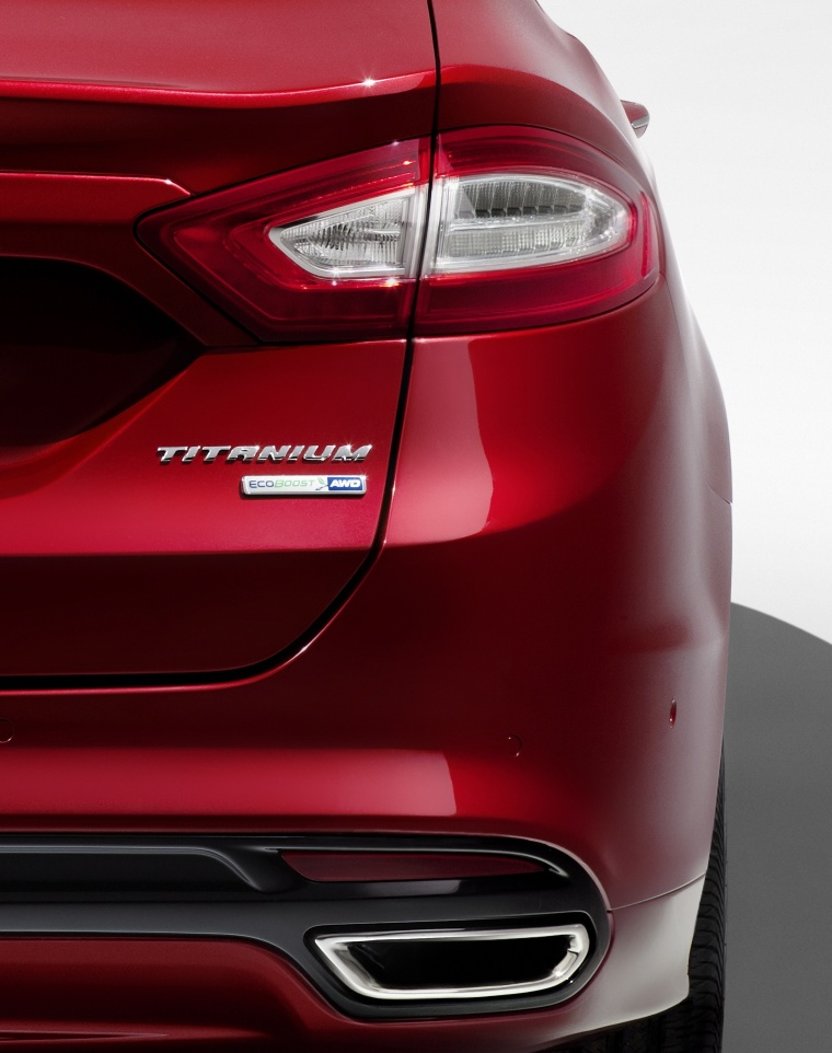 2014 Ford Fusion Titanium AWD Tail Light Picture