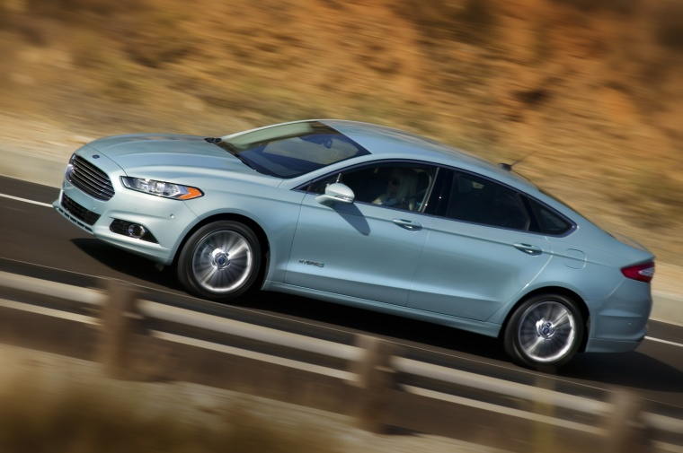 2014 Ford Fusion Hybrid SE Picture
