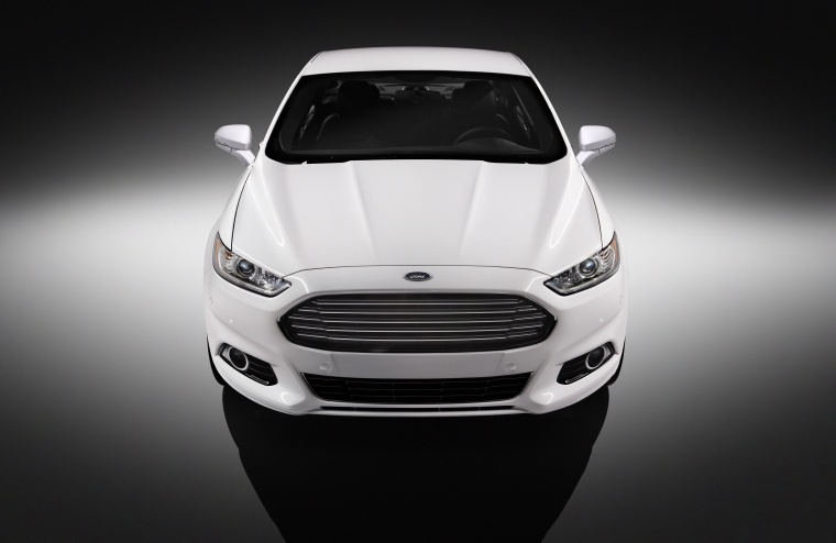 2015 Ford Fusion Titanium AWD in Oxford White from a frontal view