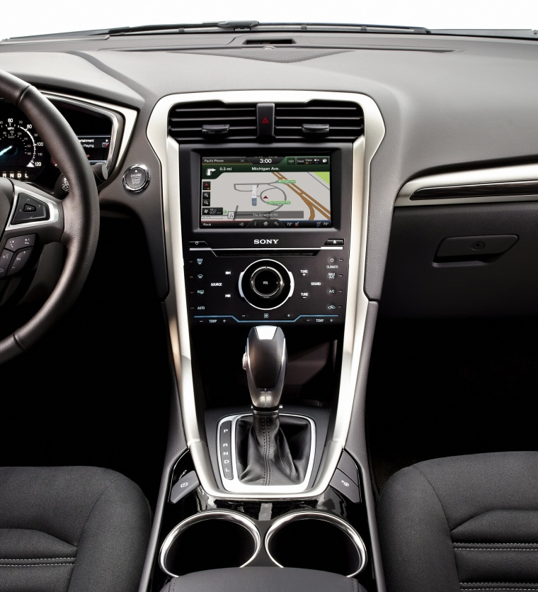 2015 Ford Fusion Hybrid SE Center Stack Picture