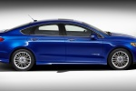 2016 Ford Fusion Hybrid SE in Deep Impact Blue - Static Side View