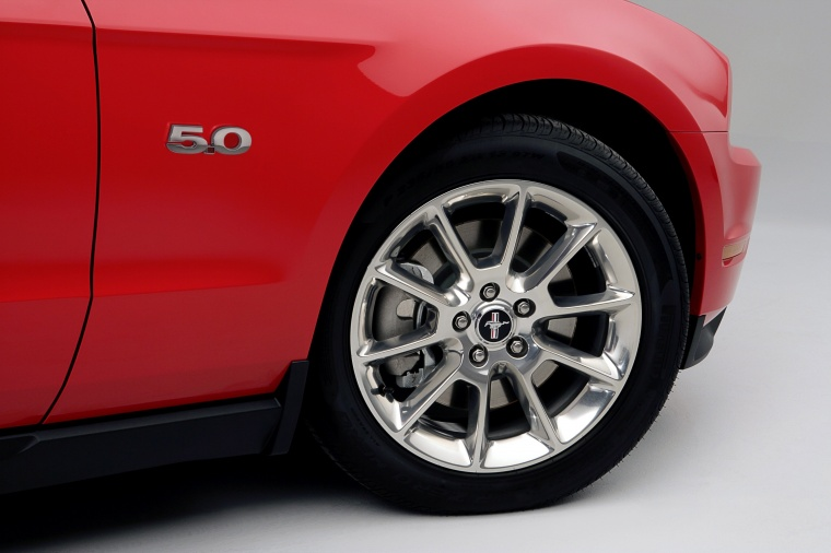 2011 Ford Mustang GT Coupe Rim Picture