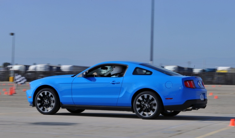 2011 Ford Mustang V6 Coupe Picture