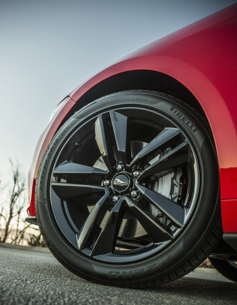 2017 Ford Mustang EcoBoost Fastback Rim Picture