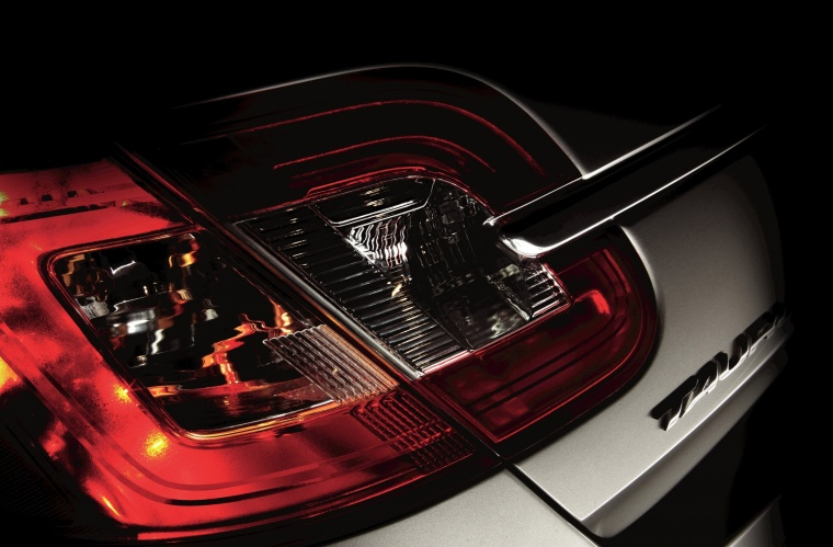 2011 ford taurus tail light picture pic image. Black Bedroom Furniture Sets. Home Design Ideas