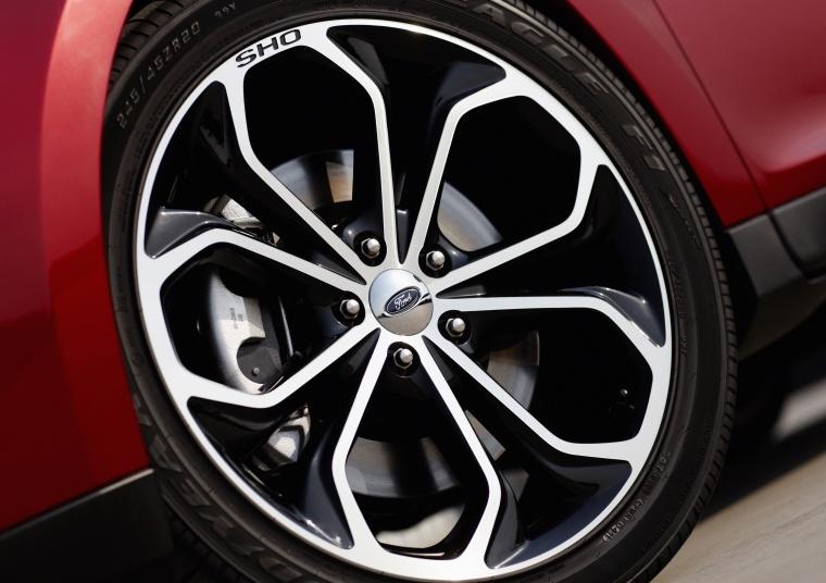 2018 Ford Taurus SHO Sedan Rim Picture