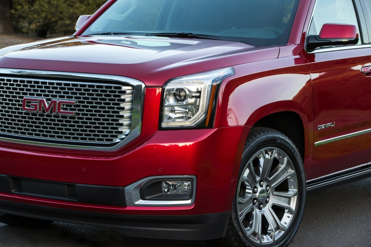 2018 GMC Yukon XL Denali Headlight Picture
