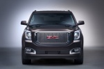Picture of a 2018 GMC Yukon Denali from a frontal perspective
