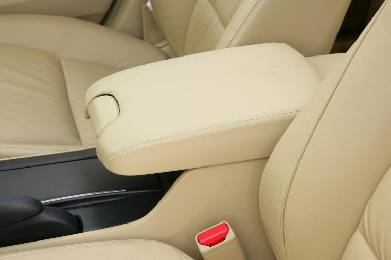 2010 Honda Accord Sedan Armrest Picture
