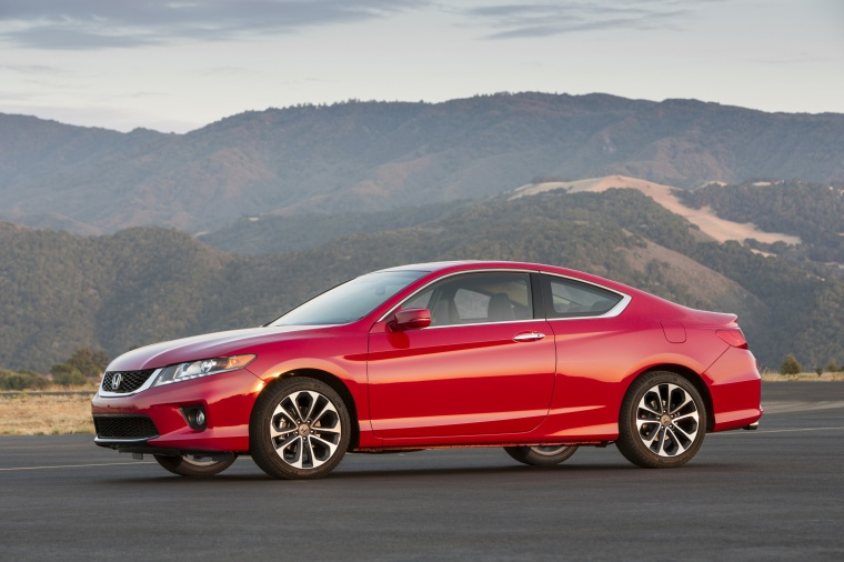 2013 honda accord coupe ex l v6 in san marino red color static front left three quarter view. Black Bedroom Furniture Sets. Home Design Ideas