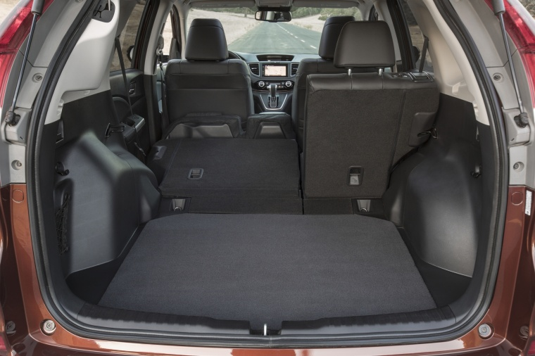 2016 Honda CR-V Touring AWD Trunk Picture
