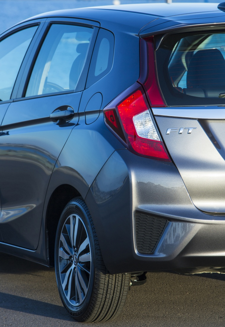2017 Honda Fit Tail Light Picture