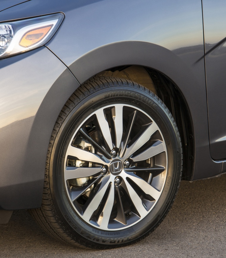 2017 Honda Fit Rim Picture