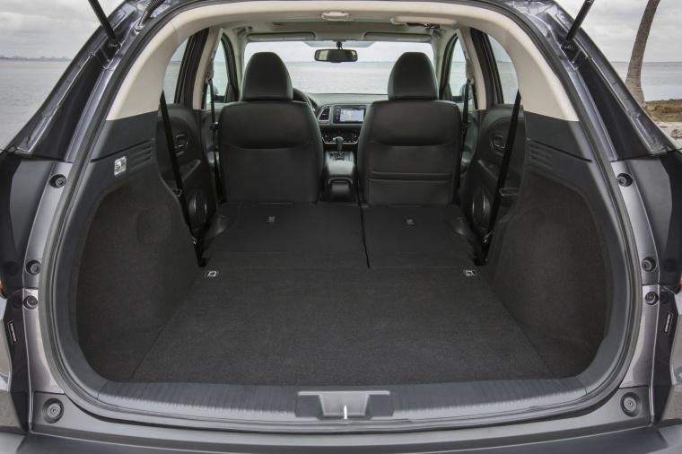 2017 Honda HR-V AWD Trunk Picture