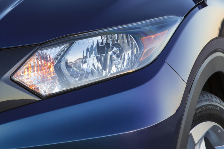 2017 Honda HR-V Headlight Picture