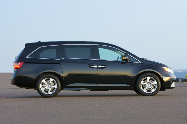 2013 Honda Odyssey Touring in Crystal Black Pearl from a right side view