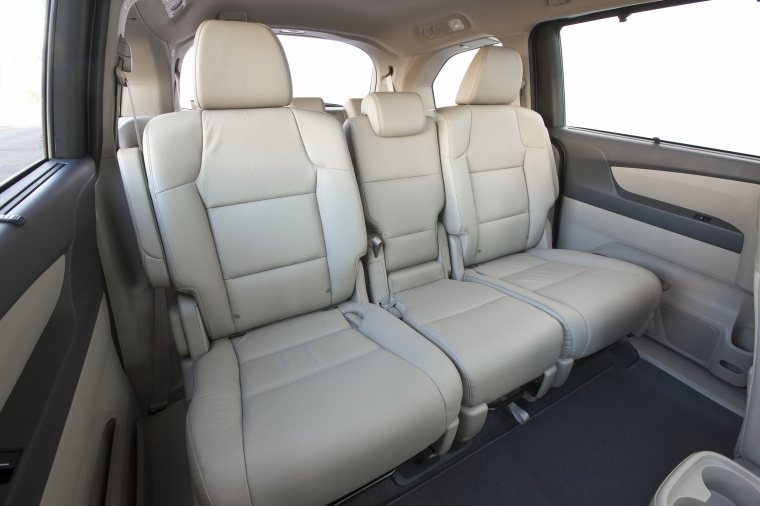 2016 Honda Odyssey Touring Rear Seats Picture