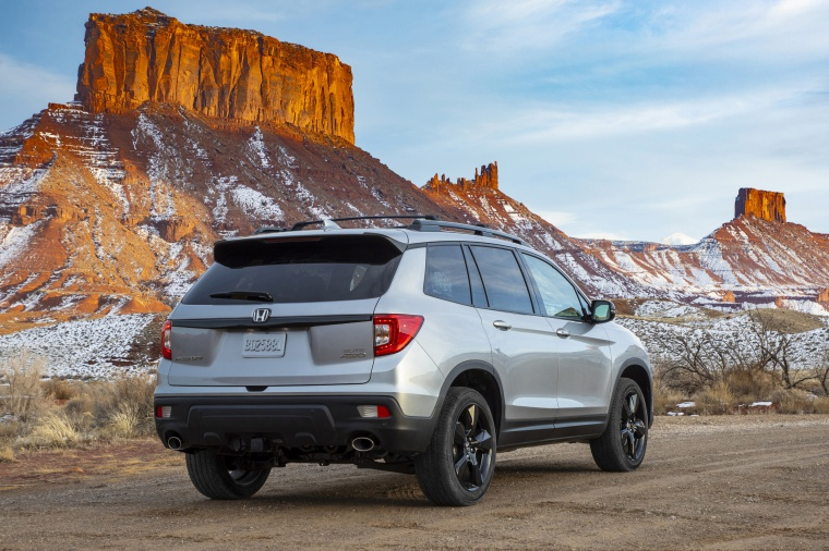 Picture of a 2020 Honda Passport Elite AWD in Lunar Silver Metallic from a rear right perspective